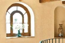 Flurbereich mit abgerundetem Holzfenster